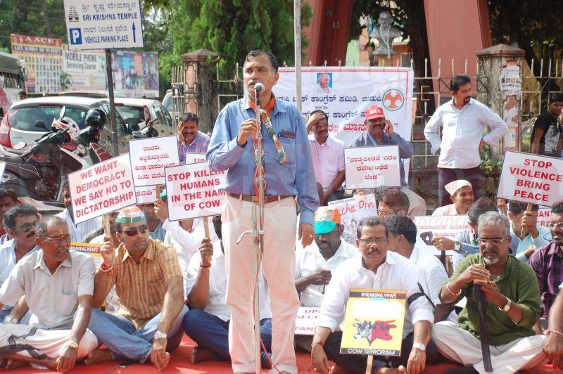 block-congress-protest-udupi-praveen-poojary-20160820-05