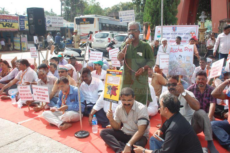 block-congress-protest-udupi-praveen-poojary-20160820-10