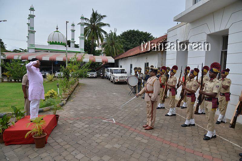 home-minister-Dr-G-Parameshwer (5)
