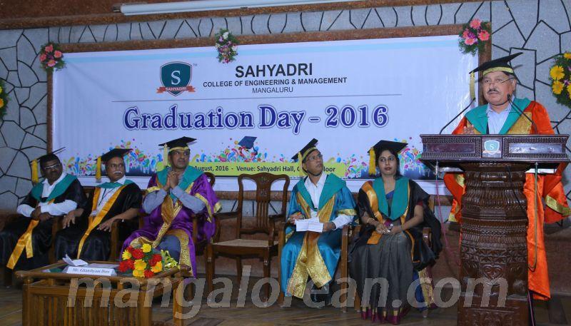 image001 graduation-day-sahyadri-college-20160813-001