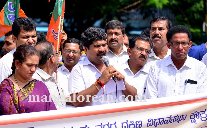 image001bjp-protest-20160824-001