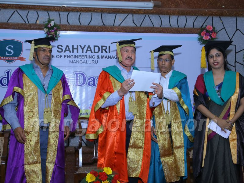 image002 graduation-day-sahyadri-college-20160813-002