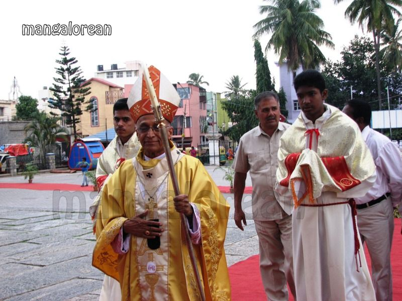 image002Archbishop-Moras-Celebrates-Feast-Patron Saint–St-Bernard-01-20160821-002