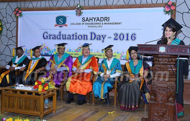 image003 graduation-day-sahyadri-college-20160813-003