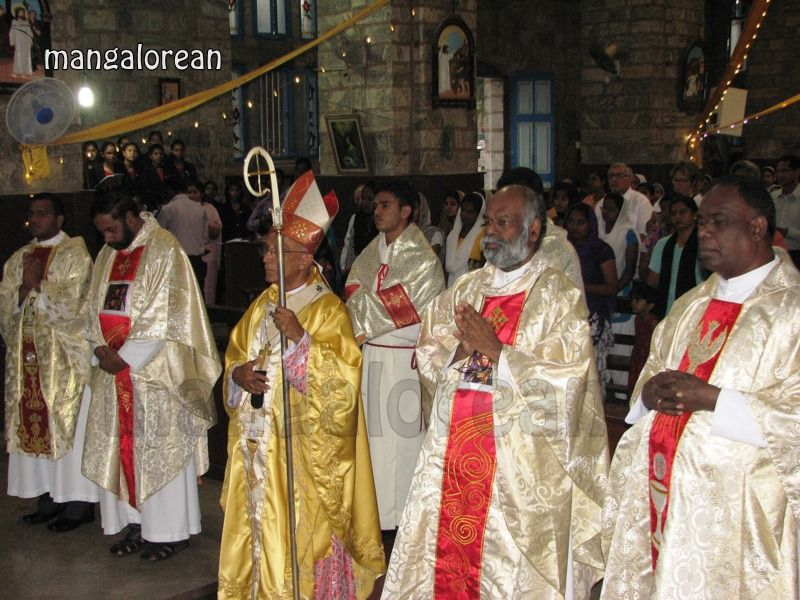 image003Archbishop-Moras-Celebrates-Feast-Patron Saint–St-Bernard-01-20160821-003