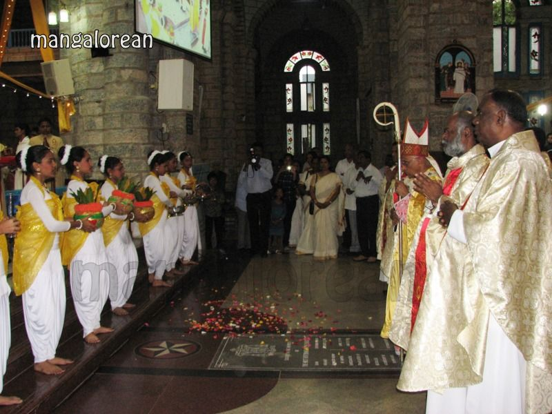 image005Archbishop-Moras-Celebrates-Feast-Patron Saint–St-Bernard-01-20160821-005