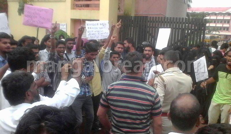 image005srinivas-college-protest-20160827-005