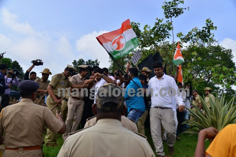 image005youth-congress-protest-against-amithsha-20160821