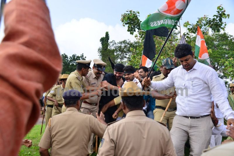 image006youth-congress-protest-against-amithsha-20160821