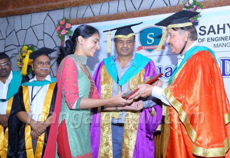 image007 graduation-day-sahyadri-college-20160813-007