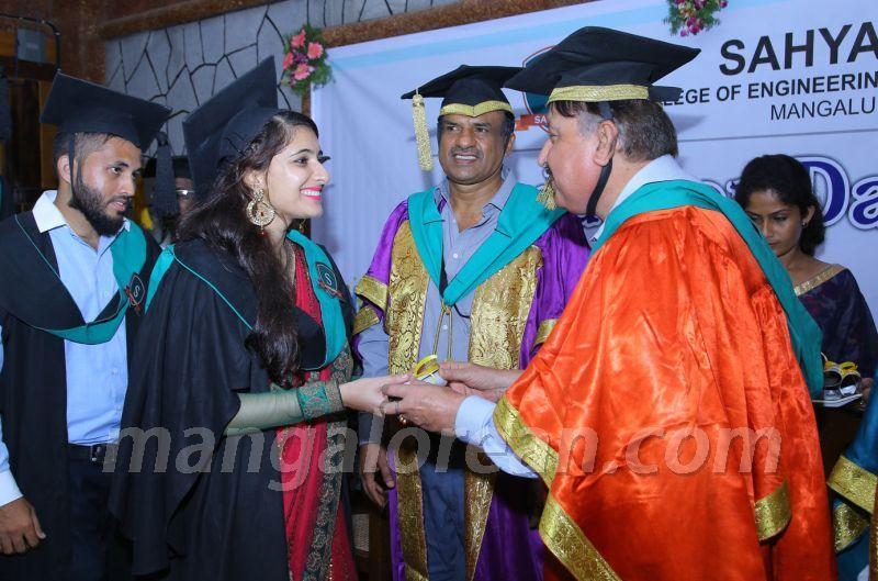 image008 graduation-day-sahyadri-college-20160813-008