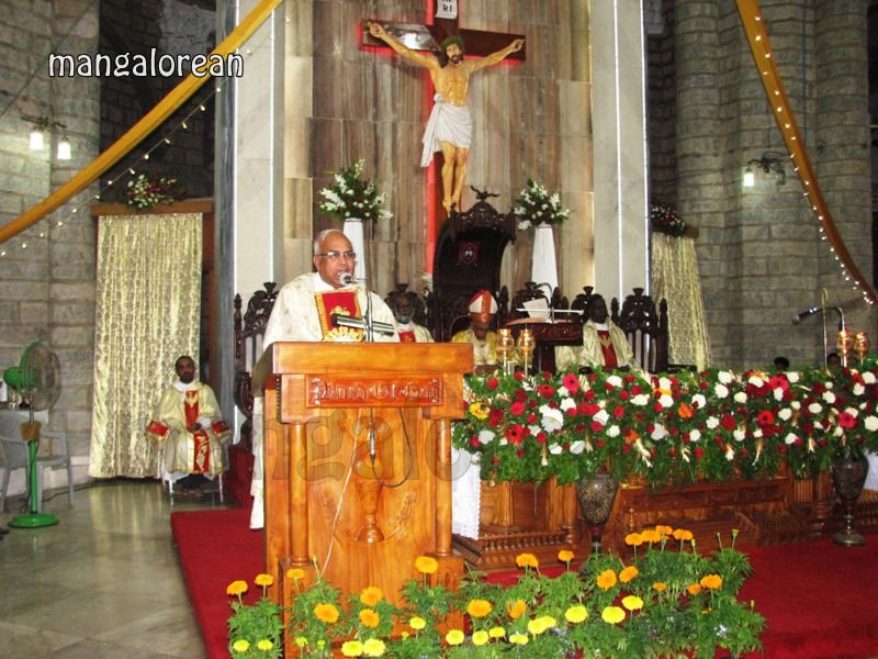 image008Archbishop-Moras-Celebrates-Feast-Patron Saint–St-Bernard-01-20160821-008