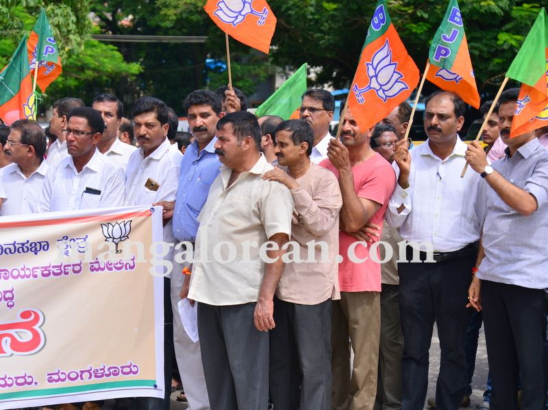 image008bjp-protest-20160824-008