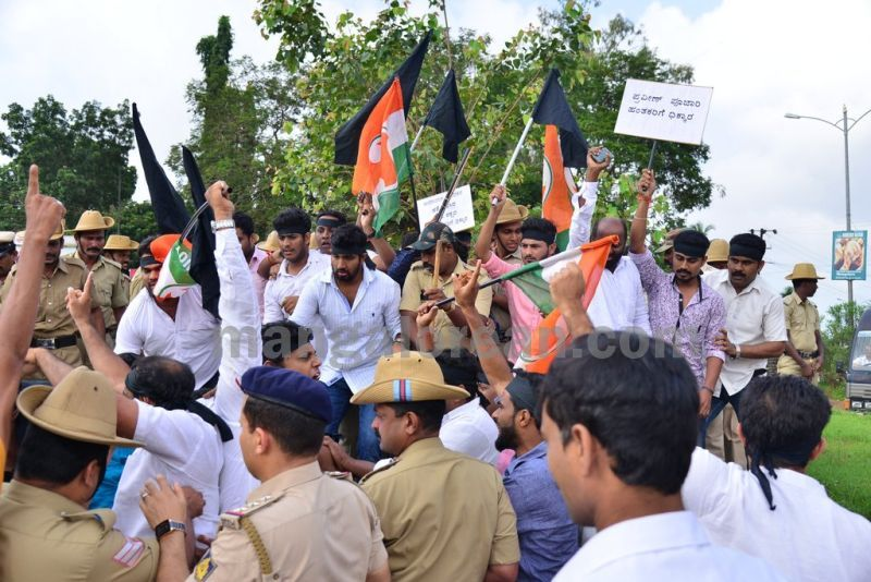 image009youth-congress-protest-against-amithsha-20160821