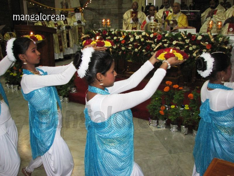 image011Archbishop-Moras-Celebrates-Feast-Patron Saint–St-Bernard-01-20160821-011
