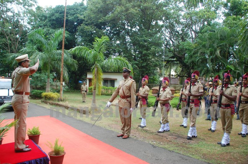 image012balakrishan-sp-takes-charge-udupi-20160811