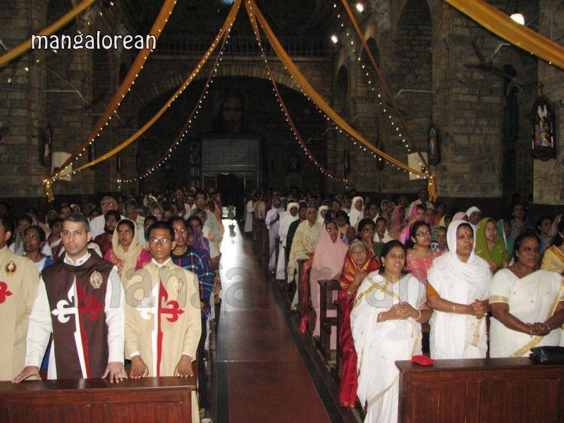 image013Archbishop-Moras-Celebrates-Feast-Patron Saint–St-Bernard-01-20160821-013