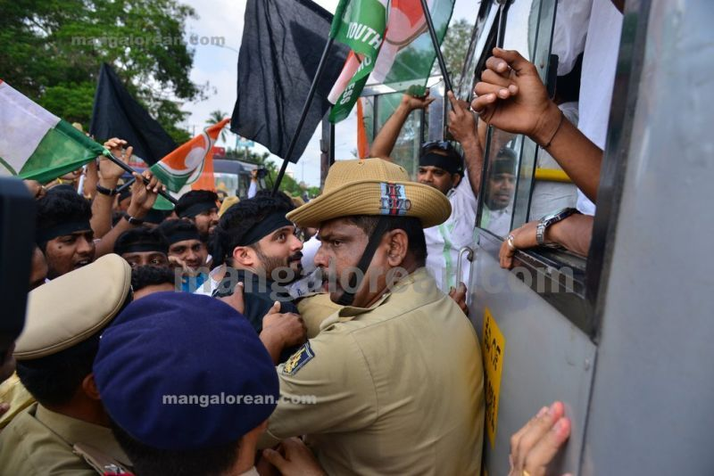 image013youth-congress-protest-against-amithsha-20160821