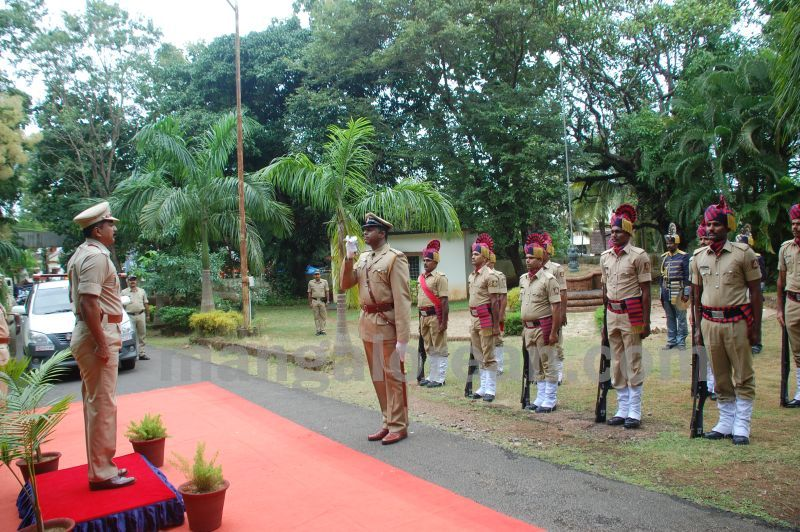 image015balakrishan-sp-takes-charge-udupi-20160811