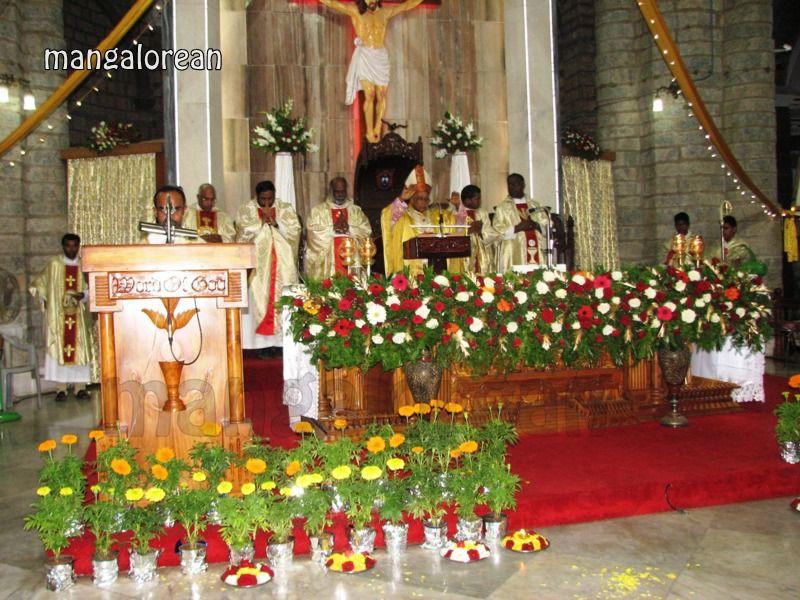 image016Archbishop-Moras-Celebrates-Feast-Patron Saint–St-Bernard-01-20160821-016