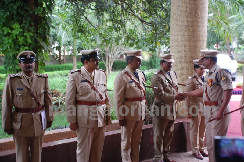 image017balakrishan-sp-takes-charge-udupi-20160811