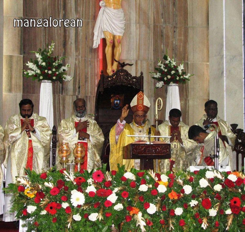 image018Archbishop-Moras-Celebrates-Feast-Patron Saint–St-Bernard-01-20160821-018