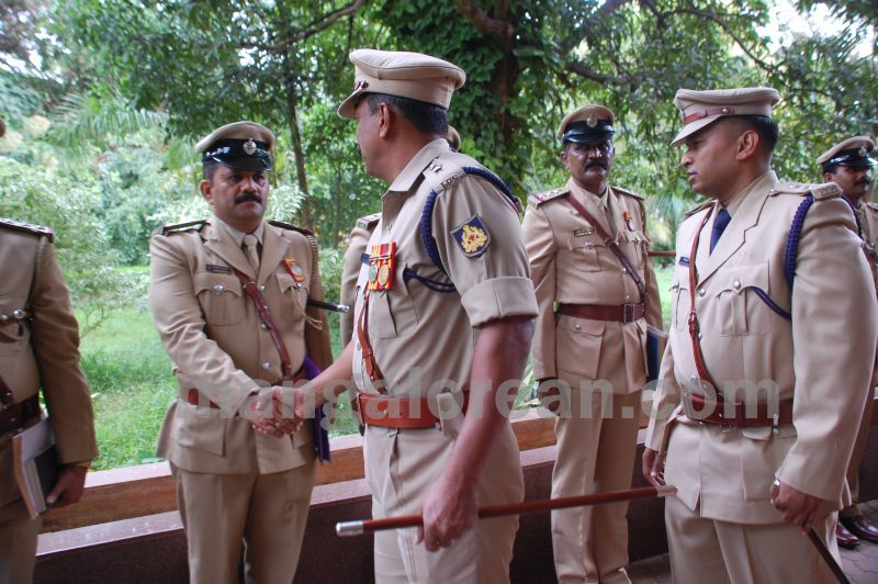 image020balakrishan-sp-takes-charge-udupi-20160811