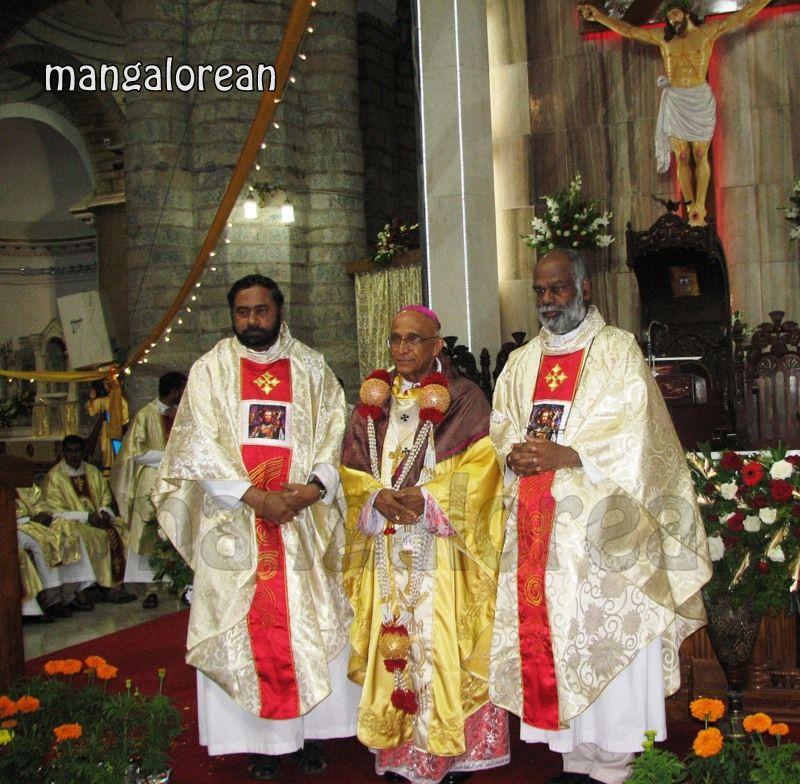 image021Archbishop-Moras-Celebrates-Feast-Patron Saint–St-Bernard-01-20160821-021