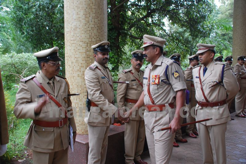 image021balakrishan-sp-takes-charge-udupi-20160811