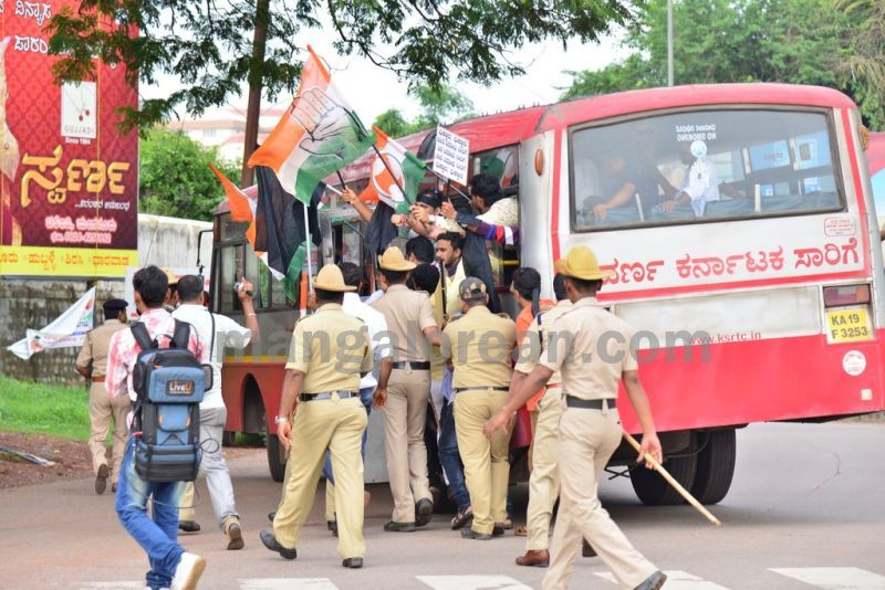 image022youth-congress-protest-against-amithsha-20160821