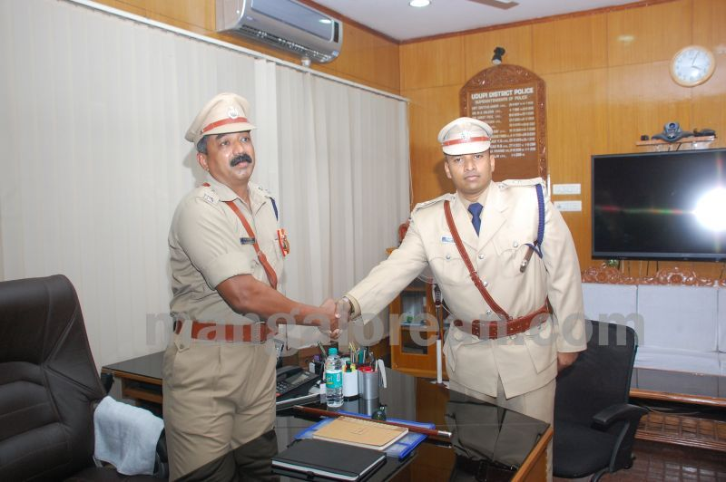 image024balakrishan-sp-takes-charge-udupi-20160811