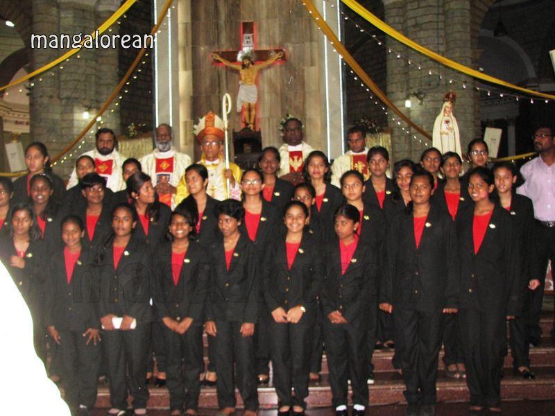 image025Archbishop-Moras-Celebrates-Feast-Patron Saint–St-Bernard-01-20160821-025