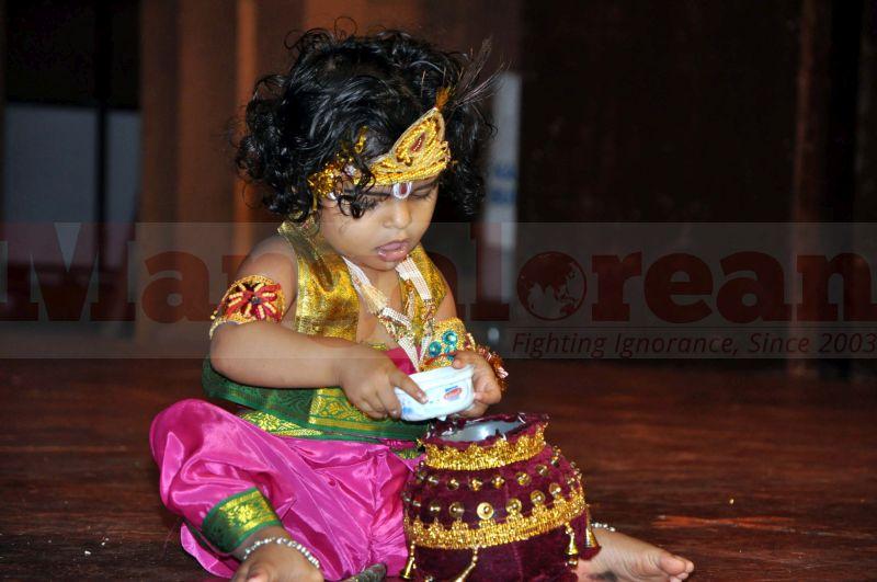 krishna-vesha-udupi-temple-20160824-01