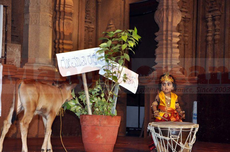krishna-vesha-udupi-temple-20160824-02