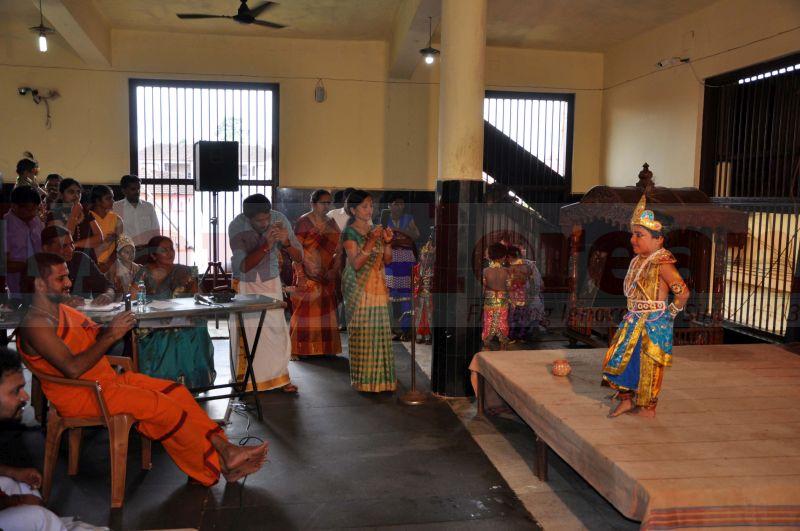 krishna-vesha-udupi-temple-20160824-14