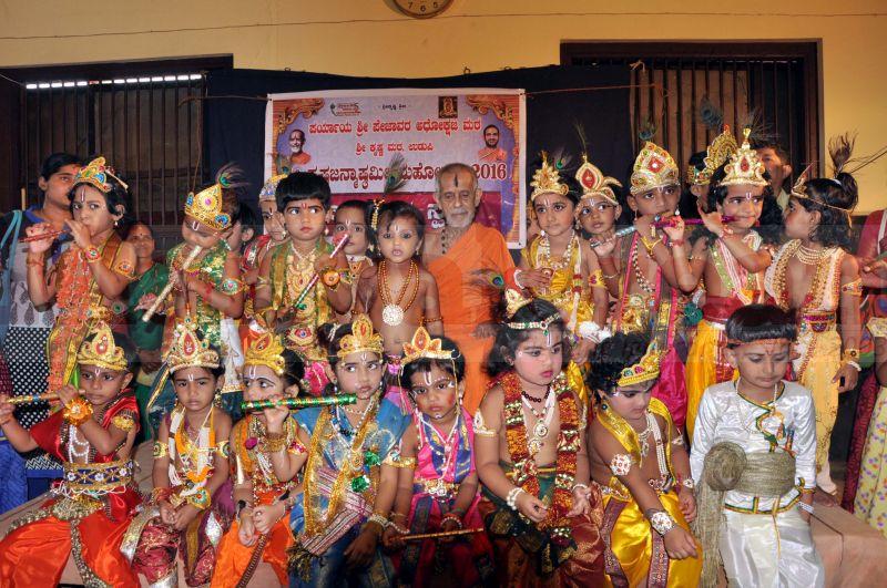 krishna-vesha-udupi-temple-20160824-15