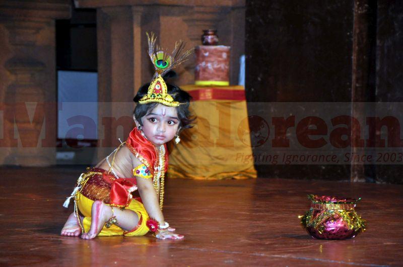 krishna-vesha-udupi-temple-20160824-21