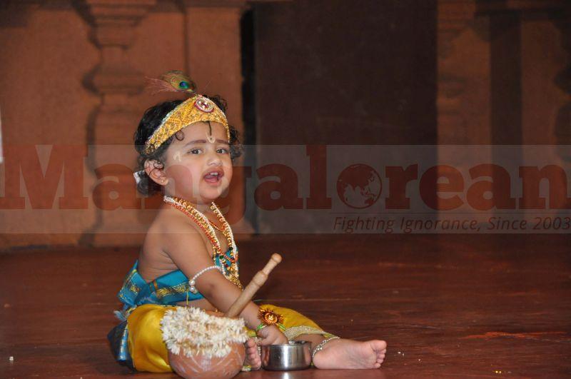 krishna-vesha-udupi-temple-20160824-23