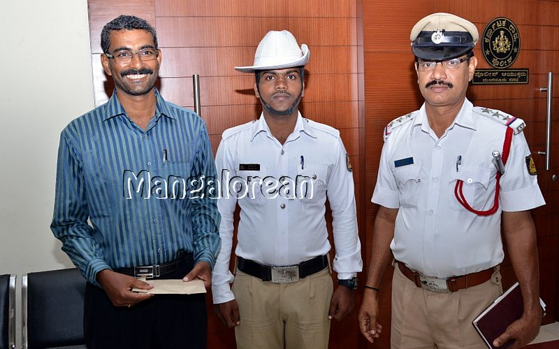 police-suresh-kumat-lost-money-found (12)