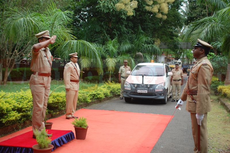 sp-balakirshana-takes-charge-udupi-20160811-01