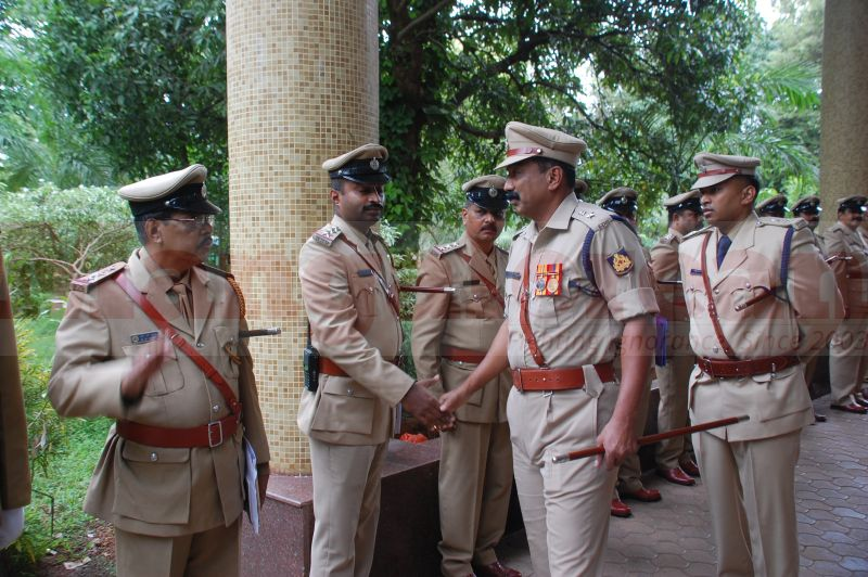 sp-balakirshana-takes-charge-udupi-20160811-02