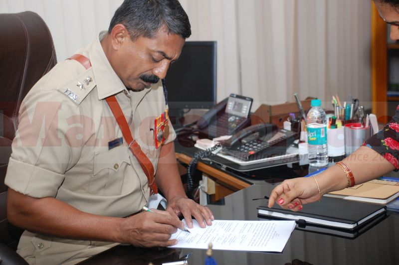 sp-balakirshana-takes-charge-udupi-20160811-04