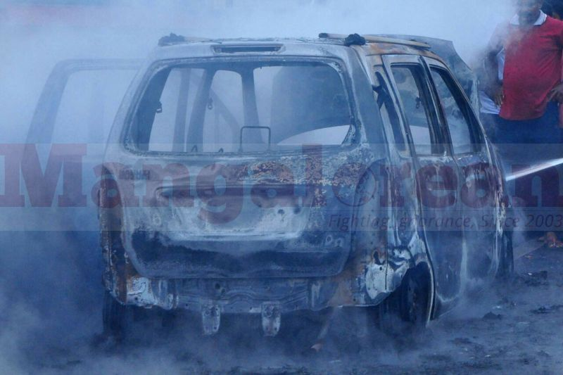 wagener-car-catches-fire-in-kaup-20160815-09