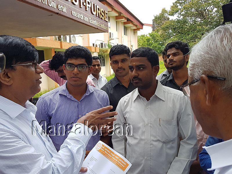 ABVP-Mangaluru-delegation-met-Basavaraj-Rayareddy (2)