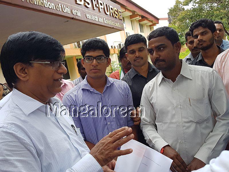 ABVP-Mangaluru-delegation-met-Basavaraj-Rayareddy (3)