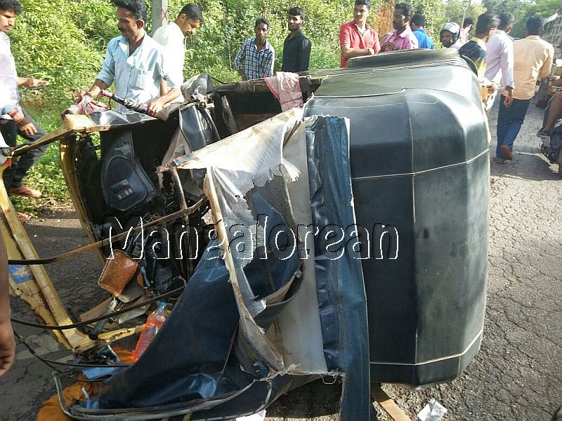 accident-uppinangady-20160911-5