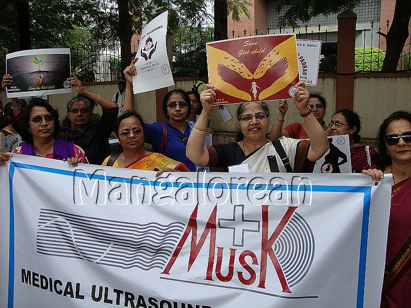 Bengaluru-Doctors-Protest-Against-Harassment-Sonologists-Radiologists (2)