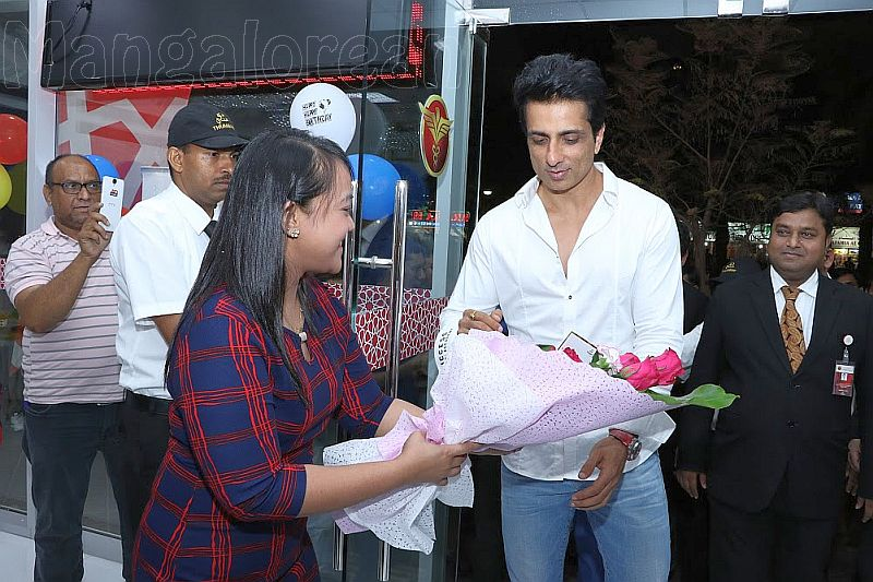 bollywood-actor-sonu-sood-1