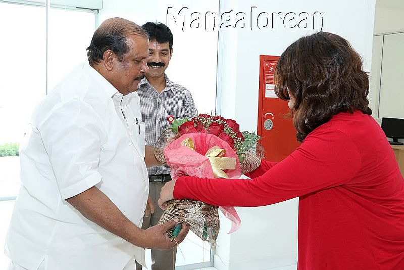 kerala-minister-p-c-george-visits-gulf-medical-university-1