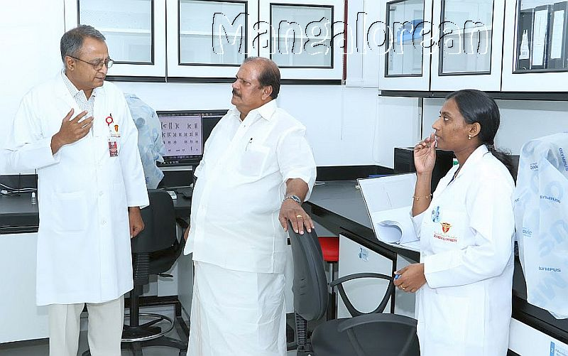 kerala-minister-p-c-george-visits-gulf-medical-university-2